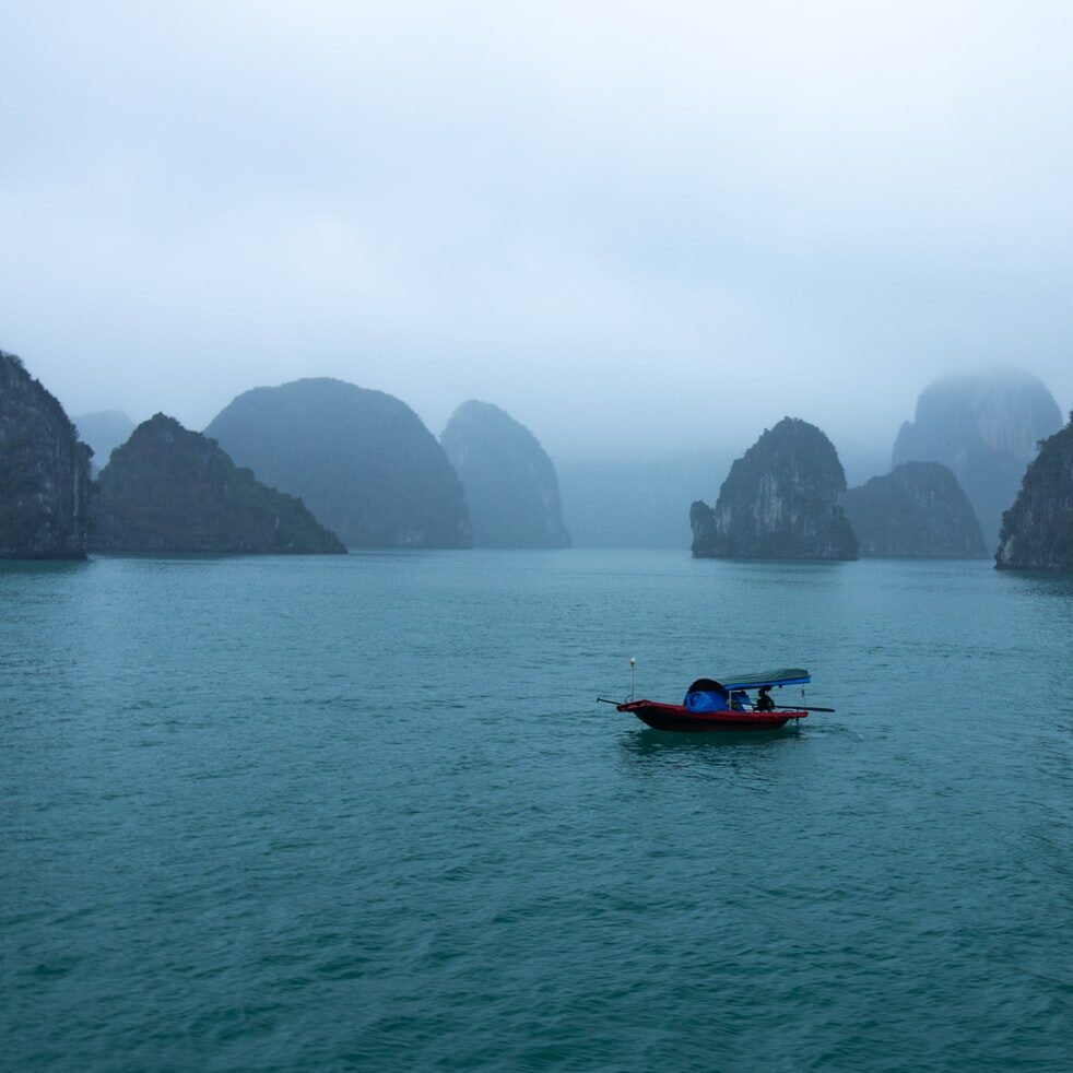 Does Halong Bay have an airport?