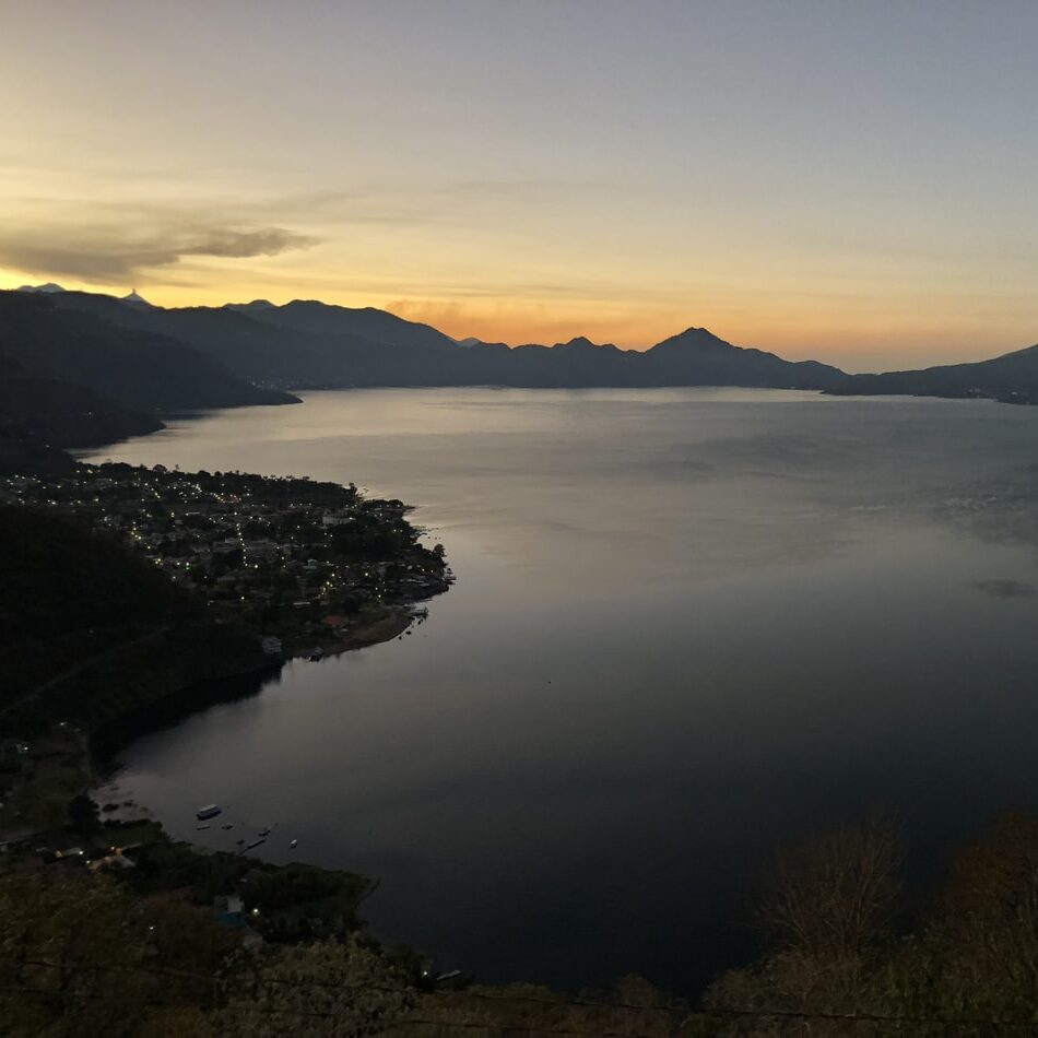 Is Lake Atitlán polluted?